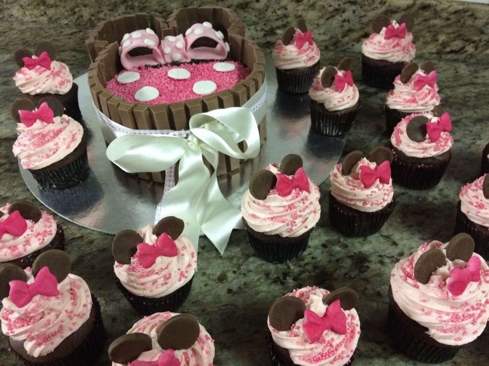 Bolo de Brigadeiro com KitKat Disney Minnie com Cupcakes